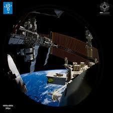ISS aussen Von der Erde ins All